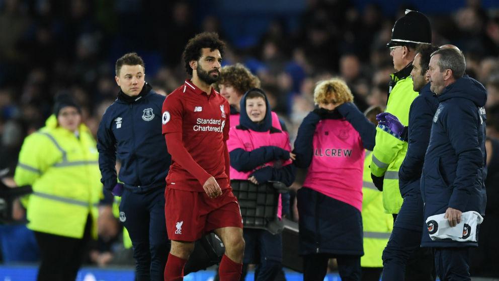 Salah se retira del campo tras un partido del Liverpool. (Getty)