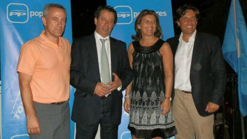 El alcalde de Hoyo de Manzanares, José Ramón Regueiras (izquierda), y el alcalde de Galapagar, Daniel Pérez (derecha), en un acto del PP en Torrelodones.