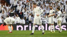 La plantilla del Real Madrid hundida tras caer eliminada por el Ajax (AFP).