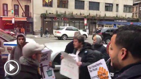 Antisistema tratan de reventar un acto de Vox en Nueva York.