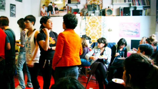 Un centro de 'okupas' feministas financiado por ediles de Carmena está detrás de la huelga del 8M