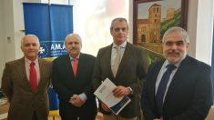 AMA Vida firma con el Colegio de Veterinarios de Granada la póliza colectiva de Vida (Foto: A.M.A.)