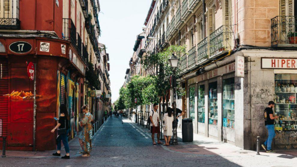 Comercios en el barrio de Malasaña, Madrid (Foto: iStock)