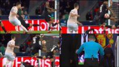 El árbitro señaló penalti tras ver la jugada en el monitor.