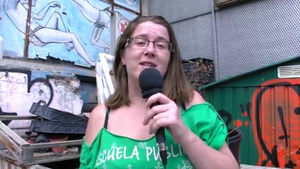 La poetisa feminista Leire Olmeda, integrante de Izquierda Unida. (Foto: Tele-K vía Youtube)