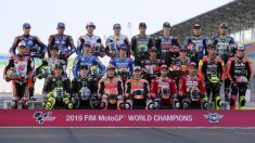 Foto oficial de los pilotos que conformarán la parrilla de MotoGP en 2019. (AFP)