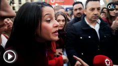 Inés Arrimadas contesta a una mujer que le increpa en la manifestación del 8M en Madrid