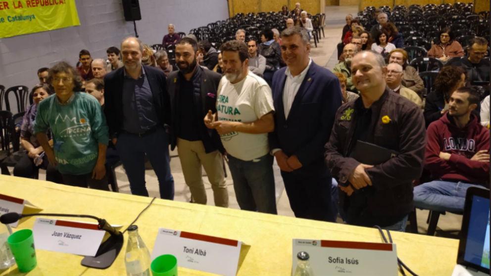 El cómico Toni Albà, a la derecha, junto a Joan Queralt, concejal del PSC en el Ayuntamiento de Lleida.