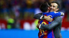 Luis Enrique y Messi se abrazan tras ganar la Copa del Rey. (Getty)