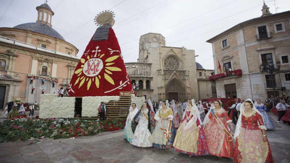 Descubre la historia de la Ofrenda a la Virgen de los Desamparados en Valencia