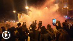 Los Mossos cargan contra los manifestantes del 8M en Manresa.