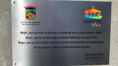 Placa del Día de la Mujer, en Arroyo de la Luz (Cáceres).