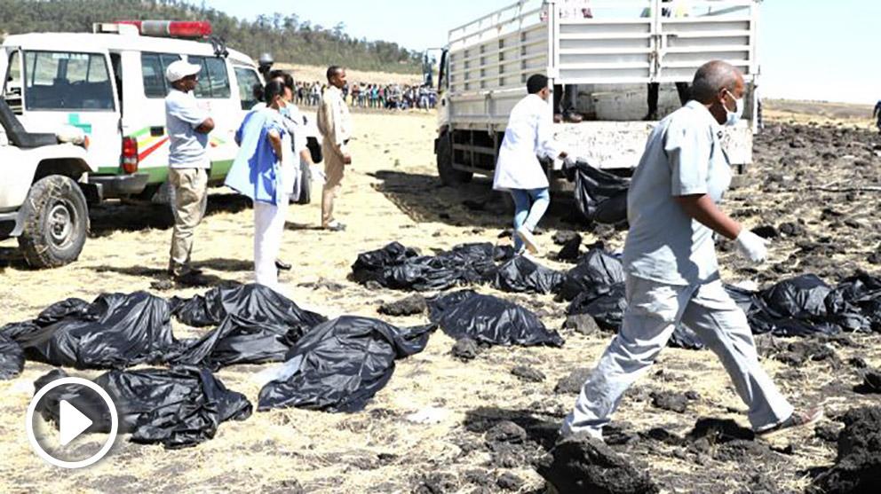 Los equipos de emergencias e el lugar del accidente (Foto: AFP).