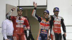 Dovizioso, Márquez y Crutchlow, en el podio del Gran Premio de Qatar de Moto GP. (AFP)