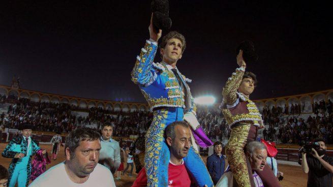 Roca Rey y Ginés Marín se imponen a una complicada corrida en Olivenza