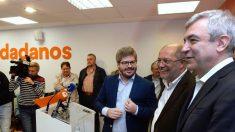 Francisco Igea (2d), junto  a Luis Garicano (d) y el secretario de Organización de C's, Fran Hervías (Foto: EFE)