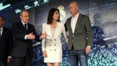 Florentino Pérez, junto a Zidane y su mujer. (EFE)