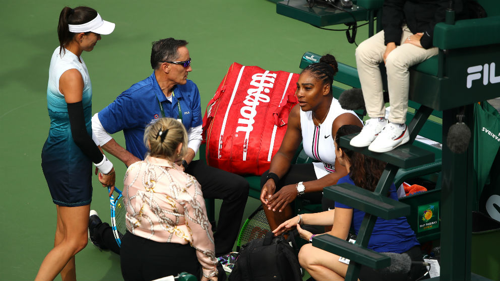 Garbiñe Muguruza se interesa por Serena Williams. (AFP)