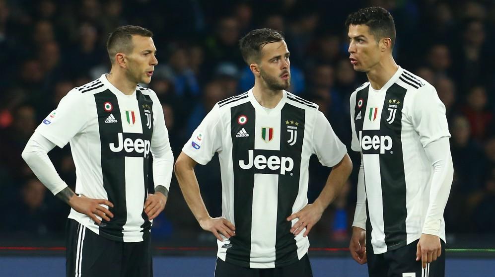 Bernardeschi, Pjanic y Cristiano en un partido de la Juventus. (AFP)