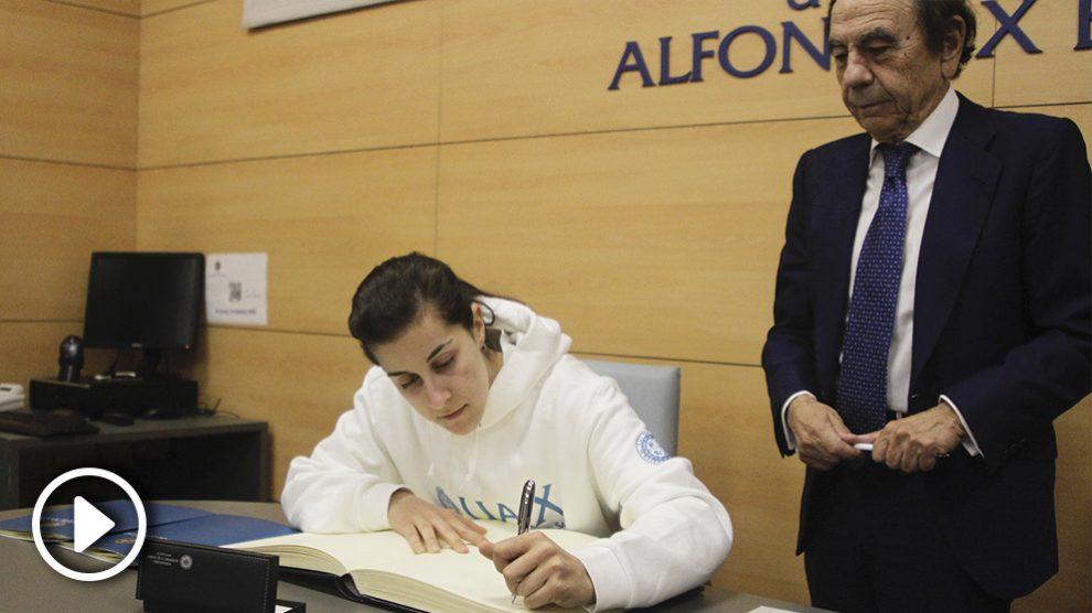Carolina Marín sella su entrada a la Universidad Alfonso X el sabio.