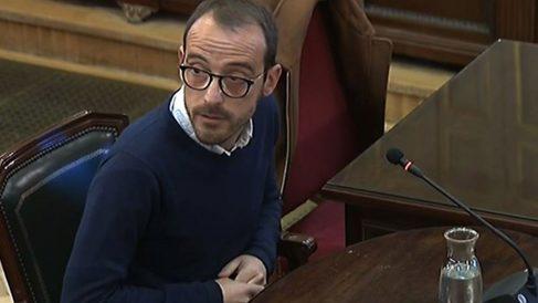 El responsable de Difusión de la Generalitat, Jaume Mestre, declarando ante el juez en el Tribunal Supremo.