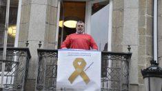 a las 11,00 horas de este jueves en el balcón de la sede colegial coruñesa se desplegó una pancarta con el hashtag #StopAgresiones  con motivo del Día Nacional contra las Agresiones en el Ámbito Sanitario.