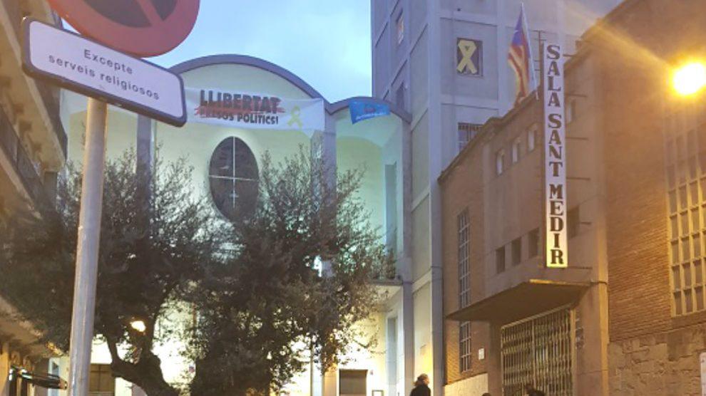 La Parroquia de Sant Medir que luce propaganda separatista en su fachada (Foto: 'Germinans Germinabit')