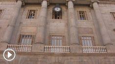 El balcón del ayuntamiento, esta noche, ya sin el lazo