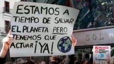Pancarta exigiendo medidas contra el cambio climático (Foto: EUROPA PRESS).