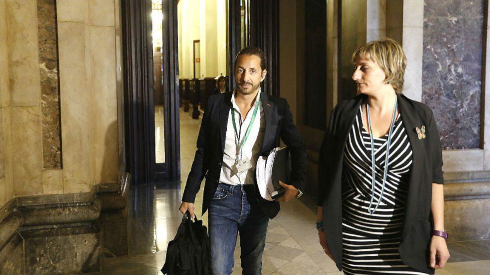 El detective Julián Peribáñez, minutos antes de comparecer ante la comisión de investigación de la Operación Cataluña en el Parlament.