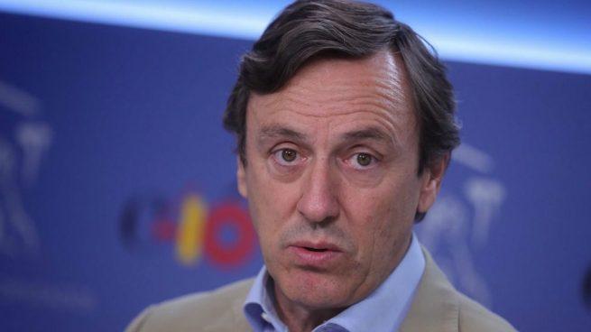 Hernando tilda a Sánchez de «Dr. Fraude» por pedir la abstención de Podemos para seguir «en el Falcon»