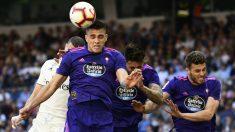 Maxi Gómez ante el Real Madrid (AFP)