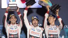 Buemi, Alonso y Nakajima celebran la victoria en las 1.000 millas de Sebring.