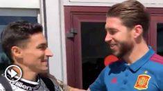 Jesús Navas y Sergio Ramos se saludan en Las Rozas.