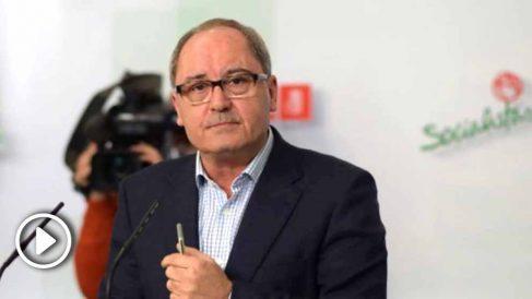 El secretario de Organización del PSOE-A, Juan Cornejo, en rueda de prensa. (Foto: EFE)