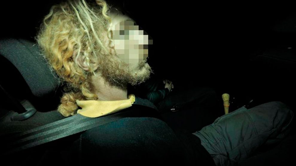 El padre de los dos niños hallados muertos en Godella sale de los juzgados de Paterna tras prestar declaración. Foto: EFE