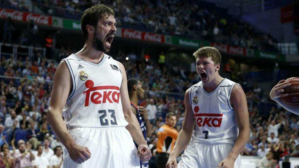 Sergio Llull celebra con Luka Doncic una canasta hace algunas temporadas. (EFE)
