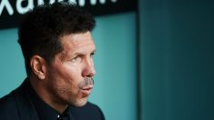 Simeone en el banquillo de San Mamés, en el partido ante el Athletic (Getty).