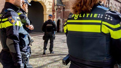 Las autoridades locales de Utrecht recomiendan no salir de casa tras el tiroteo. Foto: AFP