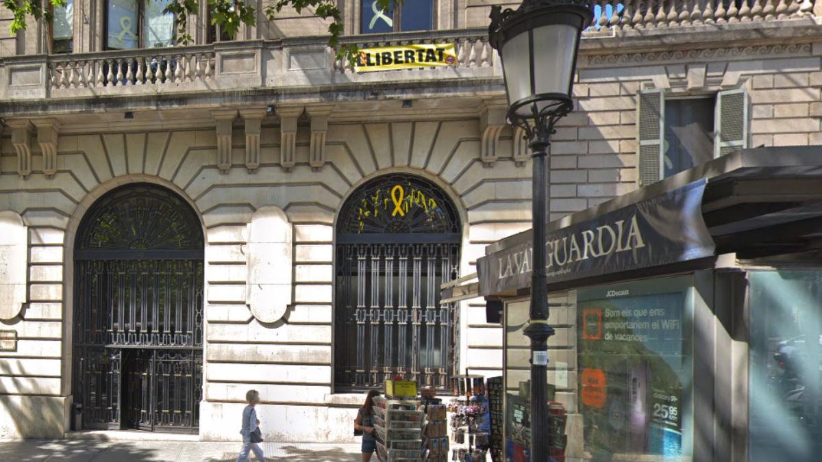 Conselleria de Empresa de la que ha desaparecido un lazo amarillo (Google Maps).