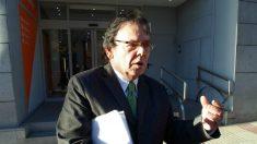 El candidato José Ramón De Lorza, en la puerta de la sede nacional de Ciudadanos este martes. (Foto: Segundo Sanz)