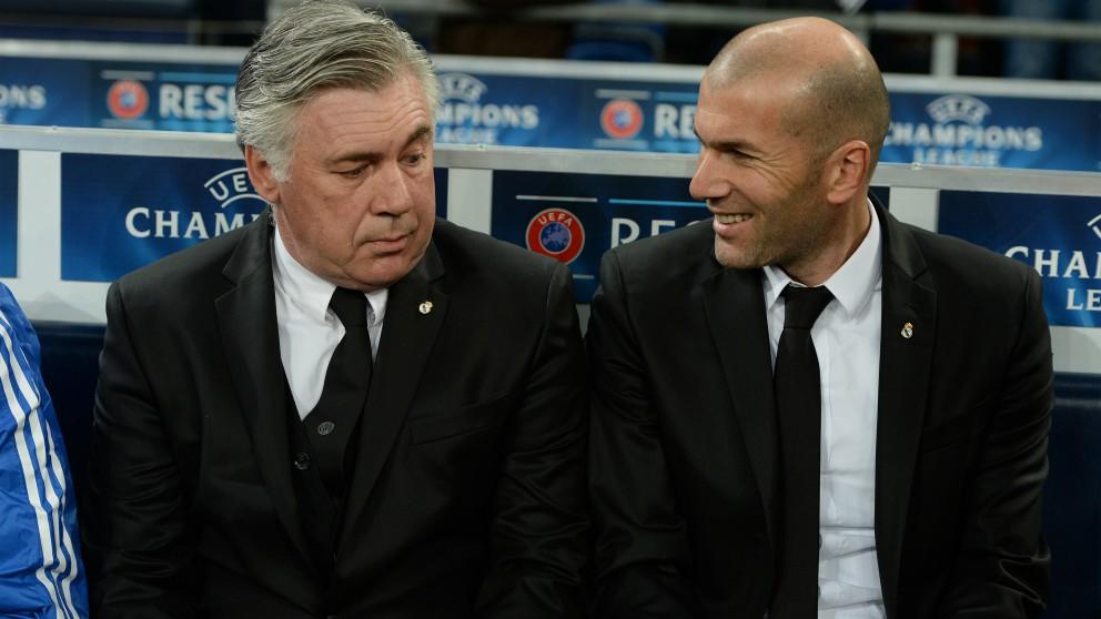 Carlo Ancelotti y Zinedine Zidane. (AFP)