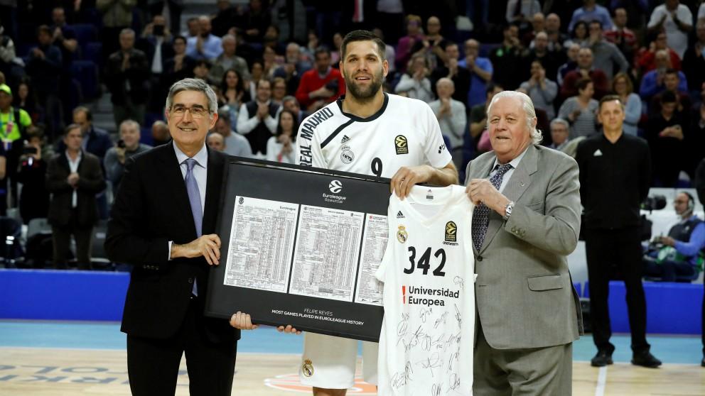 Felipe Reyes, homenajeado por el Real Madrid. (EFE)