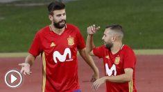 Piqué y Jordi Alba, en un entrenamiento con la selección española. (EFE)