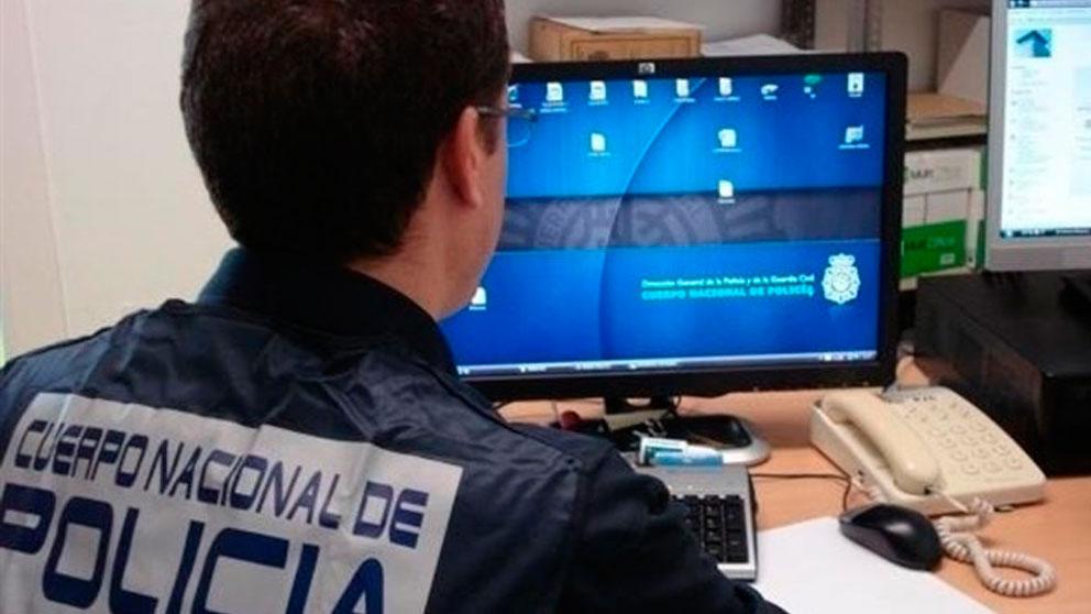 Un agente de Policía.