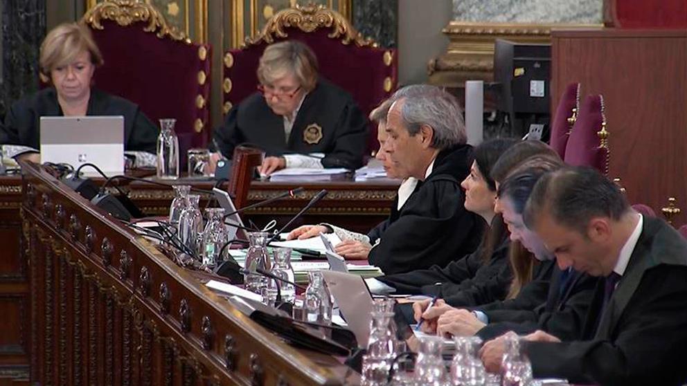 Imagen tomada de la señal de video institucional del Tribunal Supremo de la vigésima jornada del juicio del «procés» que hoy trascurre con la declaración de más guardias civiles que participaron en las investigaciones de lo ocurrido en Cataluña en otoño de 2017.