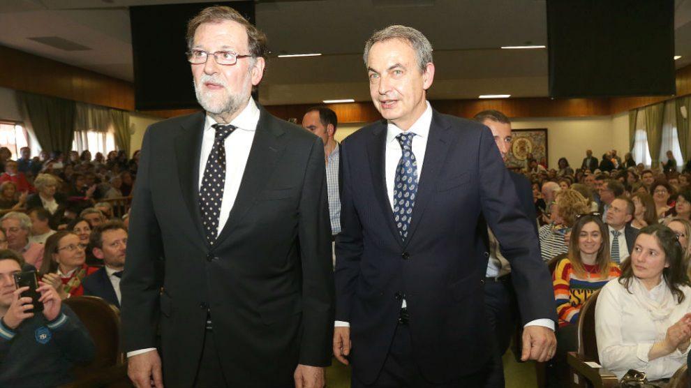 Los ex presidentes del Gobierno, Mariano Rajoy y José Luis Rodríguez Zapatero participan en el debate '¿La consolidación de la Democracia?' en el 40 aniversario de la Universidad de León. (Foto: Europa Press)