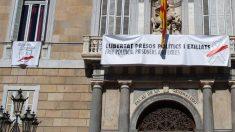 La segunda pancarta colgada por Quim Torra en el Palacio de la Generalitat. Foto: Europa Press