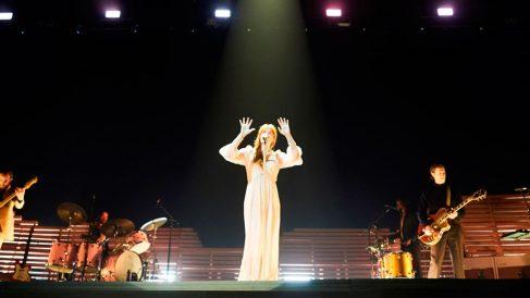 La banda de Florence Welch en su concierto de Barcelona. Foto: EFE