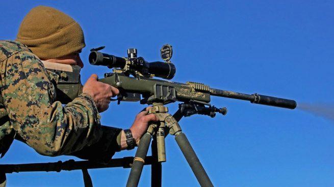 Uno de los mercenarios que espiaron a Corinna es experto en explosivos y francotirador, el otro combatió en Irak